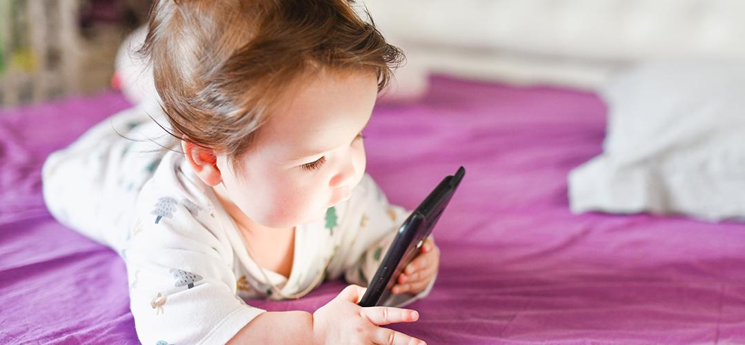niños y riesgos de la exposición a pantallas header